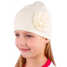 Шапка весенняя для девочек кремовая с плоской розой